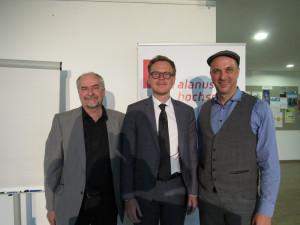 Marcelo da Veiga und Hans-Joachim Pieper begrüßen Markus Gabriel.